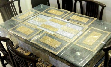 Different types of table runner to decorate your dining table