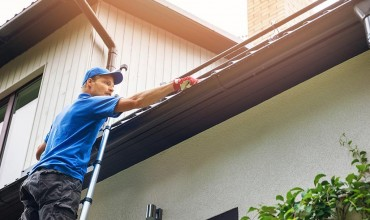 Simple tricks for easy and safe maintenance of gutters