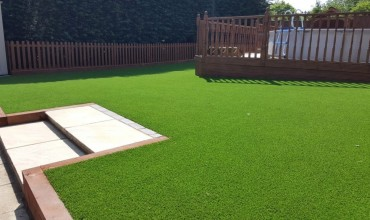 Artificial grass or Natural grass? Which should you choose?